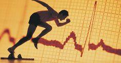 Relógios para corrida que medem frequência cardíaca e distância percorrida. Aproveite o máximo das suas corridas medindo e monitorando seu progresso. Treinar na intensidade certa também é importante para ver resultados, e acompanhar a frequência cardíaca é uma maneira de saber se você deve correr mais rápido ou mais devagar. Um relógio de corrida que combine um medidor de frequência cardíaca com um outro de distância ...