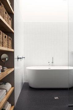 Maison De Gaspe la Shed Architecture, Montreal Interior Design Minimalist, Scandinavian Interior Design, Bathroom Interior Design, Scandinavian Style, Modern Interior, Ikea Interior, Midcentury Modern, Beautiful Bathrooms, Modern Bathroom