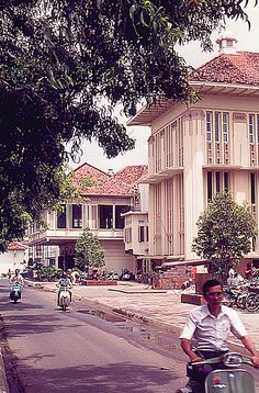 Indonesia, Batavia (Jakarta) 1977.1977: old Dutch colonial style buildings    a color slide by Antoni P. Uni