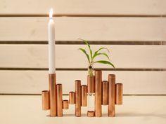 Wohnaccessoires aus Kupfer wirken kühl und gleichzeitig elegant und hochwertig. Als Kerzenständer verwendet, setzt Kupfer, trotz schlichtem Design, einen tollen Akzent in Deiner Wohnung.