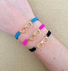 Gold Glasses Connector Friendship Macrame Bracelet by IzouBijoux Jewelry Crafts, Jewelry Art, Fashion Bracelets, Fashion Jewelry, Dream Catcher Necklace, Summer Bracelets, Macrame Bracelets, Adjustable Bracelet, Friendship Bracelets