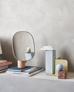 Scandinavian interior home decor inspiration from Muuto: Mimic Mirror brings new perspectives to the traditional table mirror by having a sculptural expression, making it both an object of decoration and use. Scandinavian Interior, Modern Interior, Scandinavian Style, Decor Interior Design, Interior Decorating, Minimal Living, Minimal Decor, Bedroom Styles, Home Decor Items
