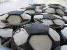 Soccer ball Cupcakes Soccer Cupcakes, Soccer Cake, Football Cookies, Cupcake Cakes, Cooking Recipes, Baking Ideas, Drinks, Food, Drinking