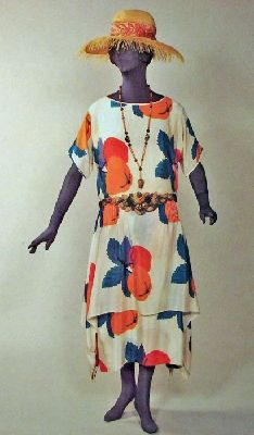 Day dress 1922 Much bolder and brighter than I've ever seen for this era!