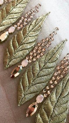 Zardozi Embroidery, Tambour Embroidery, Bead Embroidery Patterns, Hand Embroidery Tutorial, Hand Work Embroidery, Couture Embroidery, Gold Embroidery, Embroidery Fashion, Hand Embroidery Designs