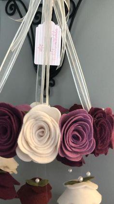 Diy Yarn Decor, Diy Crafts For Home Decor, Diy Crafts For Gifts, Diy Arts And Crafts, Diy Crafts Videos, Felt Crafts, Felt Flowers, Diy Flowers, Paper Flower Patterns