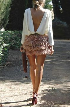 Open back blouse and ruffling feather skirt Love Fashion, Fashion Looks, Fashion Outfits, Womens Fashion, Fashion Tips, Feminine Fashion, Fashion Ideas, Ladies Fashion, Fashion Styles