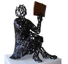 """Escultura em ferro: """"A leitora"""""""