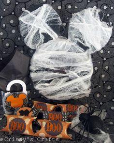Crissy's Crafts: Not so Scary Halloween Party - Mummy Mickey! Scary Halloween Food, Mickey Halloween Party, Minnie Mouse Halloween, Spooky Halloween Decorations, Halloween Birthday, Disney Halloween, Halloween Party Decor, Halloween Kids, 2nd Birthday