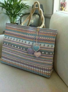 Crochet Hand Bags Pattern  #CrochetBagPatterns #CrochetPatterns #CrochetBags…