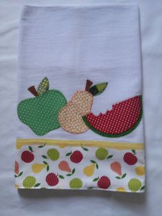 Hasil gambar untuk flores y frutas patchwork Wool Applique Patterns, Applique Embroidery Designs, Machine Embroidery, Sewing Patterns, Dish Towels, Tea Towels, Sewing Crafts, Sewing Projects, Patch Aplique