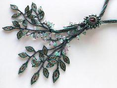じゃらじゃらリーフのビーズネックレス  #カザリ咲色 #ビーズ #ビーズフラワー #ビジュー #ハンドメイド #ネックレス #手作り #手芸 #アクセサリー #コスチュームジュエリー #bead #beads #bijou #beading #beadedflower #beadswork #beadwork #beadsph #bijoux #beaded #biser #necklace #handmade