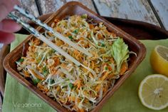 Salada de Repolho com Bifum e Amendoim
