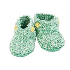 """Baby shoes von sebra  Baby-Schuhe in grün    Diese entzückenden Baby-Schuhe in Grün von Sebra sorgen dafür, dass die Füße der Kleinsten auch dann warm bleiben, wenn sie noch nicht in """"richtigen"""" Schuhen die Welt erkunden können.    Die Schuhe aus grün marmoriertem Baumwollstoff mit durchgehend lilafarbender Sohle halten die Füßchen warm und sind kuschelweich!"""