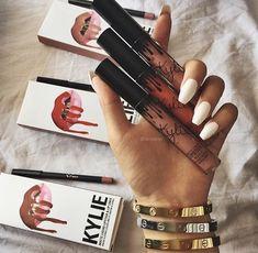 Kylie Jenner 27 colours - set kylie jenner - Makeup Looks Classic Maquillaje Kylie Jenner, Kylie Jenner Lipstick, Kylie Lip Kit, Kendall Jenner, Love Bracelets, Cartier Love Bracelet, Makeup Goals, Beauty Makeup, Kylie Makeup
