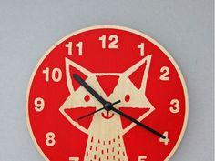 Ein Fuchs muss tun, was ein Fuchs tun muss.Jederzeit.Design: Lisa JonesMaße: 20 cm DurchmesserMaterial: FSC-Holzschnitt, Quartz-Uhrwerk, Handsiebdruck(Batterie ist nicht im Lieferumfang inbegriffen)Preis: 29.90 Euro inkl. 19% UST zzgl. Versand