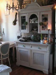 Kredens kuchenny w stylu retro