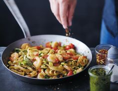 20 minutes shrimp stir-fry - All About Health Plats Weight Watchers, Weight Watchers Tips, Weigh Watchers, Weight Watcher Dinners, Oven Vegetables, Cooking Whole Chicken, Cooking Light, Healthy Dinner Recipes, Pesto