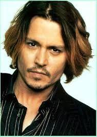 Johnny Depp. Olen varmaan ainoa ihminen joka on sitä mieltä että piratesit ovat tämän miehen surkein rooli.  Joskus olin suurikin fani, ja vaikka en enää niinkään ole, kyllä leffoja katsoo mielellään, ja tyylitaju! <3