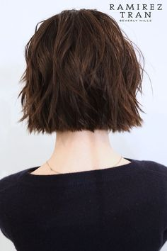 Short hair choppy bob back. Hair Inspo, Hair Inspiration, Pelo Midi, Dreads, Shorty, Hair Color And Cut, Hairstyles Haircuts, Fall Hair, Hair Today