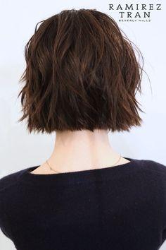 Short hair choppy bob back. Hair Inspo, Hair Inspiration, Pelo Midi, Dreads, Hair Color And Cut, Hairstyles Haircuts, Fall Hair, Short Hair Cuts, Hair Goals