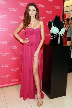 Miranda Kerr Evening Dress Miranda Kerr showed off her impossibly perfect figure in a strapless knit hot pink dress with a hip-high slit for the unveiling of Victoria's Secret's 2011 Fantasy Treasure Bra.