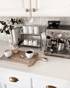 Coffee Bar Station, Coffee Station Kitchen, Coffee Bars In Kitchen, Coffee Bar Home, Home Coffee Stations, Coffee Kitchen Decor, Coffee Bar Ideas, Wine And Coffee Bar, Coffee Bar Design