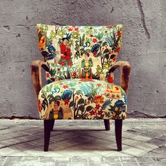 La Tapicera - Old armchair got a makeover with this awesome Frida Kahlo printed . Funky Furniture, Upcycled Furniture, Painted Furniture, Furniture Design, Furniture Vintage, Funky Chairs, Cool Chairs, Modern Chairs, Chair Upholstery