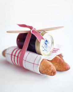A lovely gift idea for family, friends and guests.  Using #hoodrivervalley breads and jams is a plus and a must!!