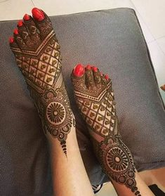 Explore latest Mehndi Designs images in 2019 on Happy Shappy. Mehendi design is also known as the heena design or henna patterns worldwide. We are here with the best mehndi designs images from worldwide. Leg Mehndi, Legs Mehndi Design, Stylish Mehndi Designs, Mehndi Designs 2018, Mehndi Designs For Girls, Mehndi Designs For Beginners, Mehndi Design Images, Beautiful Mehndi Design, Mehndi Designs For Hands