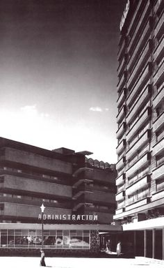Multifamiliar Juárez, Calle Orizaba, Roma Sur, México, DF 1952  Arqs. Mario Pani y Salvador Ortega Flores  Foto. Guillermo Zamora -  Multifamilar Juarez, Roma Sur, Mexico City, 1952