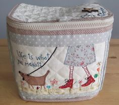 Love the applique Hatch Patch, Annie Downs, Japanese Patchwork, Free Motion Embroidery, Purse Patterns, Quilted Bag, Dog Walking, Small Bags, Bag Making