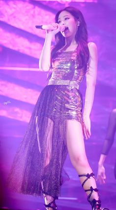 Such a queen Kim Jennie, Jenny Kim, Kpop Girl Groups, Korean Girl Groups, Kpop Girls, Stage Outfits, Kpop Outfits, Forever Young, Mode Kpop