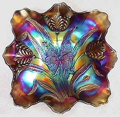 Dugan Butterfly and Tulip Carnival Glass Bowl - Yahoo Image Search Results Vintage Glassware, Vintage Dishes, Vintage Pyrex, Vintage Kitchen, Mosaic Glass, Glass Art, Types Of Glassware, Blue Carnival Glass, Sandblasted Glass