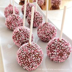AYRINTILARI ILE CAKEPOPS TARIFI – Lezizsofralar'a Hosgeldiniz Ice Cream 1, Mini Cheesecakes, Cordon Bleu, Dessert Recipes, Desserts, Marshmallow, Cake Pops, Love Food, Biscuits