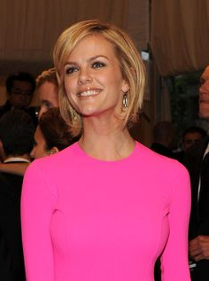 Brooklyn Decker was all smiles on the red carpet at the 2011 Met Gala. The actress styled her short bob in a side swept hairstyle for the event.