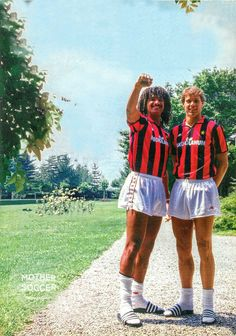 Bad ass Milan duo Rudd and Marco, shame about the slippers though lads, standards. Milan Football, Football Icon, Retro Football, Football Uniforms, Vintage Football, Sport Football, Football Fans, Football Jerseys, Soccer Kits