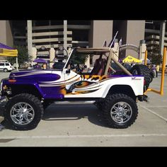 LSU gold and purple eye of the tiger painted jeep LSU Spirit Lsu Tigers Football, College Football, Football Team, Tiger Stadium, Tiger Love, Old Jeep, Louisiana State University, Jeeps, Real Big