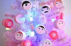 Faire des Boules de Noël avec des Bouchons