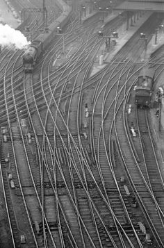 Approach to Newcastle Station train Newcastle, Railroad Pictures, Steam Railway, Bonde, Train Pictures, British Rail, Old Trains, Model Train Layouts, Steam Locomotive