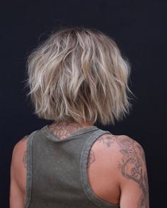 Na obrázku môže byť: jedna osoba alebo viacerí ľudia a detail Blonde Haircuts, Cute Hairstyles For Short Hair, Short Hair Cuts, Short Hair Styles, Pixie Cuts, Short Choppy Layered Haircuts, Diy Haircut, Haircut Bob, Healthy Hair Tips