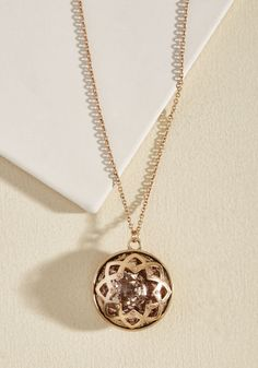 Jazzing up your ensemble with this rose golden pendant necklace will garner the most candid compliments! Characterized by a rich blush faux stone encased in a medallion-inspired frame, and antiqued for additional depth, it's no happy accident that this adornment is oh-so-enchanting!