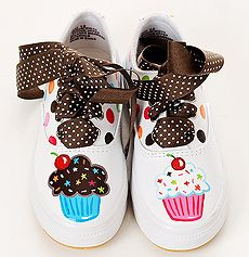 Too cute. Baby Crafts, Crafts For Kids, Shoe Cupcakes, Cute Candy, Mini One, Girl Closet, Baby Fever, Girl Fashion, Baby Shoes