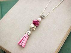 Csillogó rózsaszín gyöngyös bojtos nyaklánc