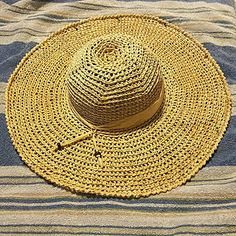 Hometown Honey Sunhat - free crochet pattern and video at YARNutopia By Nadia Fuad. Crochet Summer Hats, Crochet Yarn, Free Crochet, Crochet Sun Hats, Crochet Skirts, Crocheted Hats, Sombrero A Crochet, Crochet Beanie, Crab Stitch