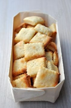 Crackers au parmesan - Dans la cuisine d'Audinette - Food and Drink Fingers Food, Appetizer Recipes, Appetizers, Tasty, Yummy Food, Snacks, Crackers, Love Food, Food And Drink