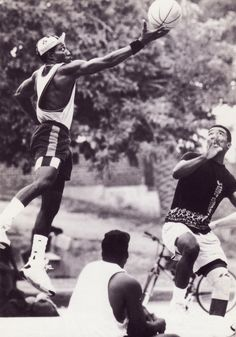 The movie classic Wesley Snipes, Woody Haroldson in White Man Cant Jump. Wesley Snipes Movies, Woody, Blade Movie, New Jack City, Basketball Legends, Basketball Art, Basketball Pictures, Action Poses, Another Man