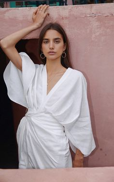 Shop Rey Cape-Overlay Crepe And Tulle Dress. Latest Fashion Design, Tulle Dress, White Fashion, Fashion Photography, Street Style, Summer Dresses, Simple Dresses, Style Inspiration, Fashion Outfits
