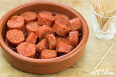 Recette de chorizo au cidre. Tapas espagnoles Tapas Chorizo, Spanish Cuisine, Sausage, Cereal, Beans, Vegetables, Breakfast, Kitchen, Recipes