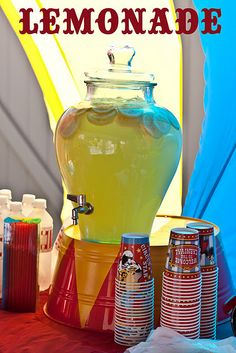 look at the stand for the lemonade